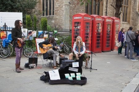 Постер, плакат: Street performers in Cambridge, холст на подрамнике