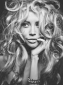 Krásná blondýnka portrét