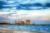 Biloxi, mississippi, kasina a budovy na břehu Perského zálivu pobřeží při západu slunce