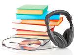 Sluchátka na knihy izolovaných na bílém