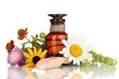 Gyógyszer palackot tabletta és elszigetelt fehér virágok