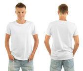 A fiatalember előtt és mögött a elszigetelt fehér póló
