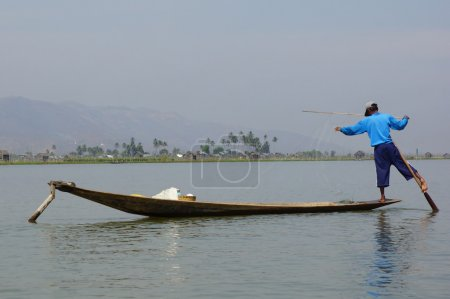 Постер, плакат: Fishermen on Inle Lake in Myanmar burma using unique technique, холст на подрамнике