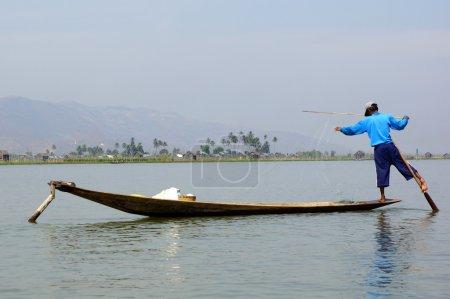 Постер, плакат: Fishermen on Inle Lake in Myanmar burma using unique technique, холст на подрамнике