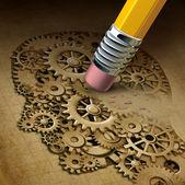 Concetto di salute mentale di cervello funzione perdita come simbolo della malattia di demenza e unintelligenza perdente e ricordi come Alzheimer come un medico, unicona di neurologia e problemi del pensiero con una matita cancellando una testa umana in fatto di ingranaggi e pignoni