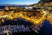 Letecký pohled na fontvieille a Monakem a přístav s luxusní jachty