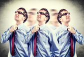 Imprenditore stanco con assunzione di problemi della sua cravatta in effetto lomo