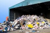 Szemetet halmoztak fel a hulladékgazdálkodási központ