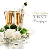 Neujahrsfeier. zwei Champagner-Gläser