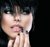 Módní umění portrét krásné dívky. Vogue stylu žena