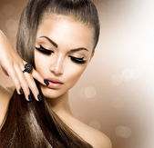 Szépség divat modell lány, hosszú egészséges barna haja