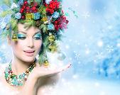 Vánoční zimní žena s zázrak v ruce