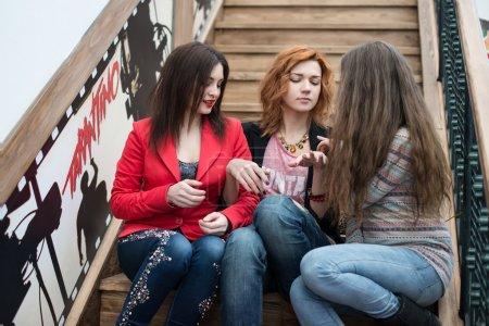 三个漂亮的女孩,与购物
