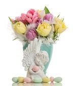 Anděl strážný s velikonoční vajíčka a květiny