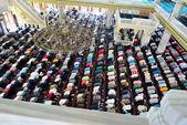 Muslimové během páteční modlitby ve sboru, ve velkém