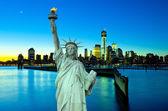 Szabadság-szobor New York-i ar éjszaka