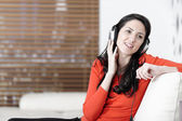 žena poslechu hudby