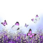 Fiori in un bouquet, ortensie blu e farfalla