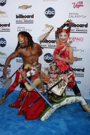 Постер, плакат: Ka Performers from Cirque du Soliel, холст на подрамнике