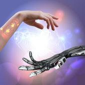 žena a robot ruku na abstraktní techno pozadí