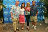 Larry joe campbell, kimberly williams, courtney thorne-smith e jim belushi nel fine settimana di anteprima primetime abc - giorno uno allavventura di disney california, anaheim, ca. 11/09/04