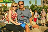 Courtney thorne-smith e jim belushi nel fine settimana di anteprima primetime abc - una giornata a disney california adventure, anaheim, ca. 11/09/04