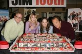 Larry joe campbell, kimberly williams paisley, courtney thorne smith e jim belushi al secondo jim 100th celebrazione episodio, cbs, città di studio, ca 24/02/05