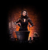 Így a boszorkányság a börtönben, fiatal szexi boszorkány