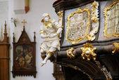 Sochařství a výzdoba ambon církve