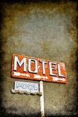 Szutykos Motel jele