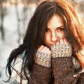 Gyönyörű nő téli portré