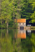 A cottage at a lake