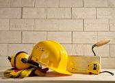 Cihla pozadí, helmu a Měřické