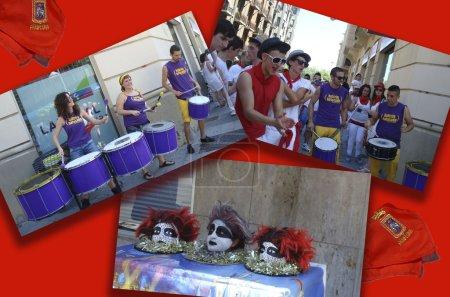 Постер, плакат: Street performers in San Fermin, холст на подрамнике