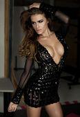 Sexy žena v černé šaty