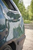 Coda di auto danneggiate