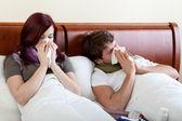 Matrimonio con corrente naso sdraiata a letto