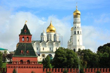 Постер, плакат: Golden domes of Kremlin and the red kremlin wall, холст на подрамнике