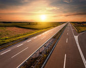 Autópálya, a naplemente közelében Belgrád, Szerbia