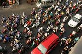 Přeplněné, husté s motorky ve Vietnamu