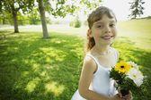 Kleines Mädchen in einem park