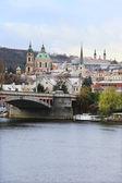 Romantické zasněžené Praze Mikulášské katedrála, Česká republika