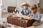Chlapci cestovatel vyplnit jejich cestopis