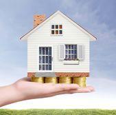 Immobilien-Konzept, kaufen Haus von Münze