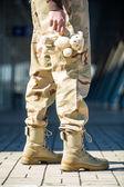 Katonai ember-val egy játékszer