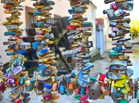 Постер, плакат: Love locks in Prague , холст на подрамнике