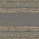Texture della strada di asfalto grigio, con sabbia pulita superficiale e bagnata sui bordi
