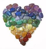 Srdce krystaly na bílém pozadí