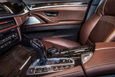 Detaily interiéru luxusní auto