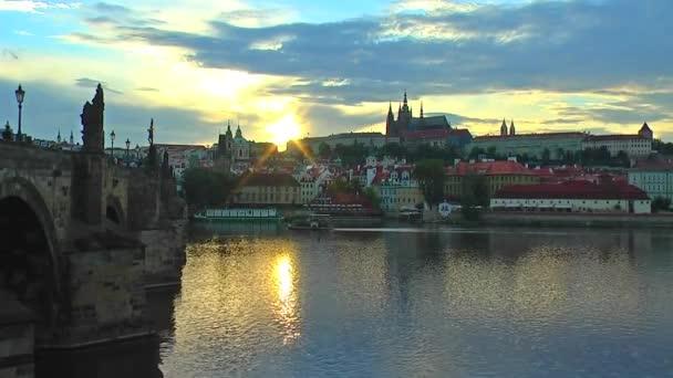 malebný západ slunce v Praze, Česká republika